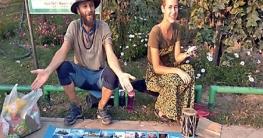 ফ্লাইট বাতিলে বিপাকে রুশ দম্পতি! ছবি বিক্রি করে টাকা জোগাড়