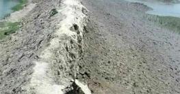 হাজরাখালী পাউবো বেড়ী বাঁধের অবস্থা খুবই ঝুকিপূর্ণ