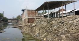 শ্যামনগরে সরকারি খাল দখল করে অবৈধ ভবন নির্মাণ