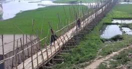 সরাইলের ১২ গ্রামের মানুষের জন্য বাঁশের নড়বড়ে সাঁকো