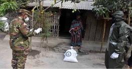 মাগুরায় সাধারণ মানুষের মাঝে সেনাবাহিনীর খাদ্য বিতরণ