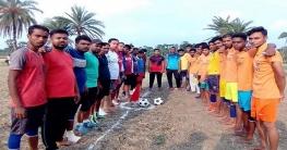 তালায় কাজিডাঙ্গা গ্রামের প্রীতি ফুটবল ম্যাচে অবিবাহিতদের জয়