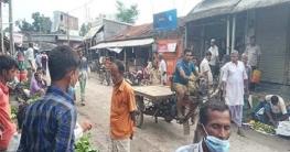 তালায় কঠোর লকডাউনে দোকানপাট খোলা, বাজারেও মানুষের ভিড়