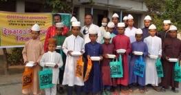 সাতক্ষীরায় এতিমখানার ছাত্রদের মাঝে ইফতার ও নতুন পোশাক বিতরণ