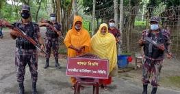 সাতক্ষীরা সীমান্তে বিজিবি'র অভিযানে চার নারীসহ পাঁচ বাংলাদেশী আটক
